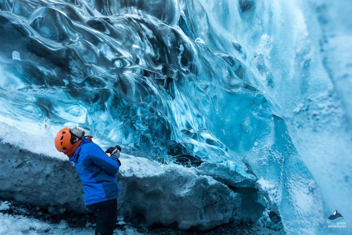 Glacier-ice-cave-Vatnajokull-tour-Iceland