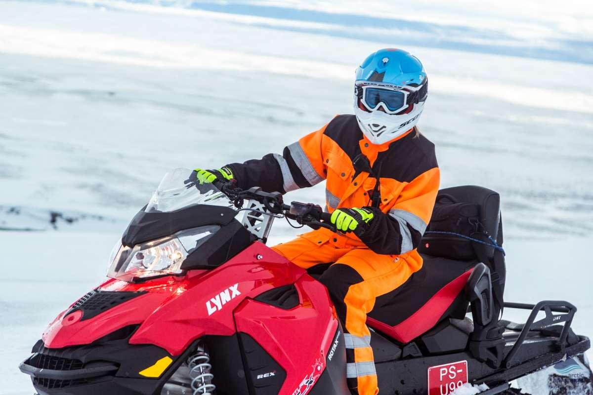 Snowmobiling-tour-Langjokull-glacier-Iceland25